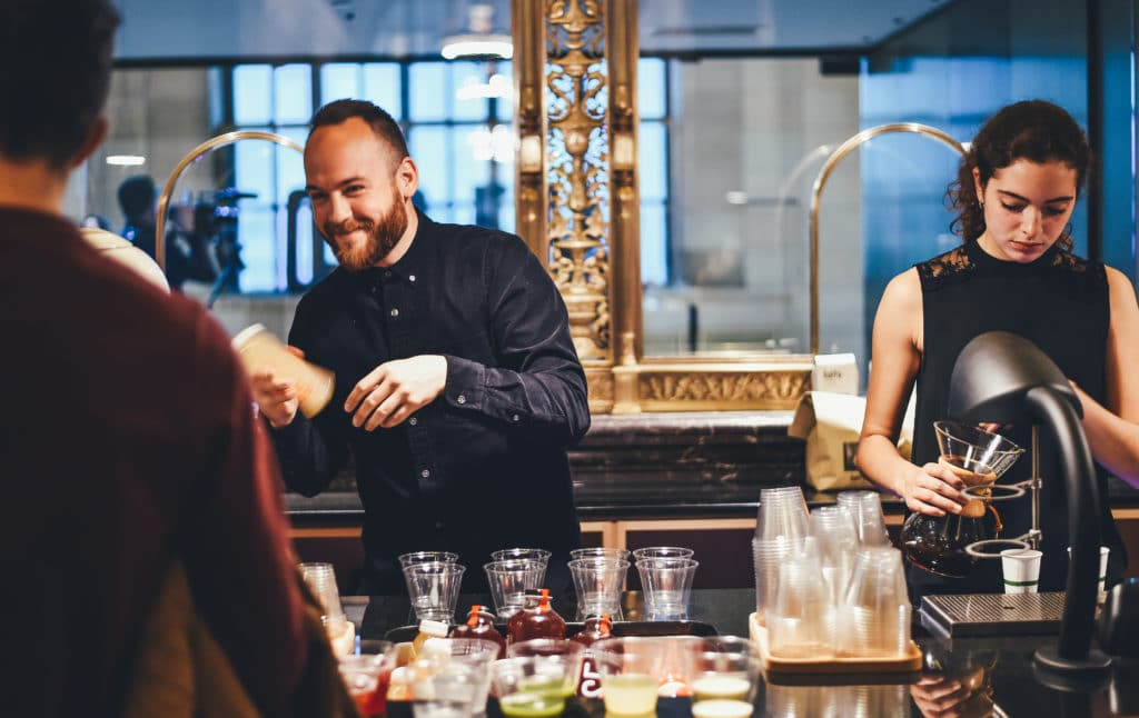 10 Customer Service Rules for Bartenders 1