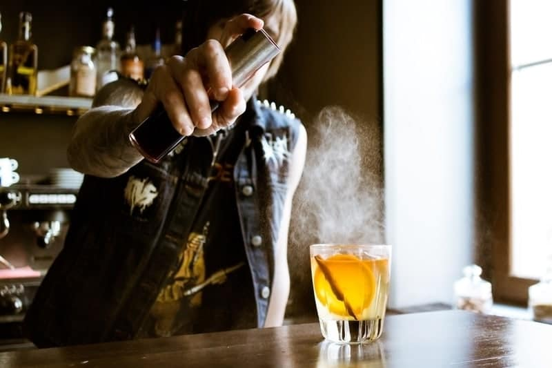 How to Become a bartender Feature Photo
