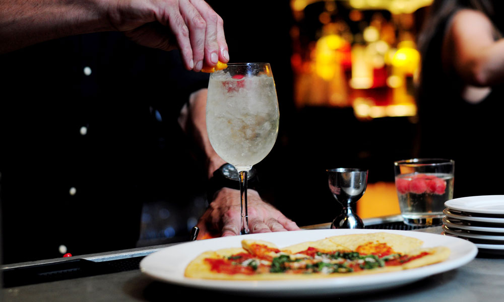 Expert Guide: Cocktails and Food Pairing Essentials 9